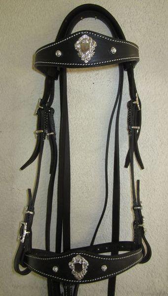 Portugiesischer Zaum EvoraLederbreite 1.5cm, Lederfarben: natur, schwarz, braunSchnallen eckig oder verziert, chrom oder messingfarbenmit Zügel