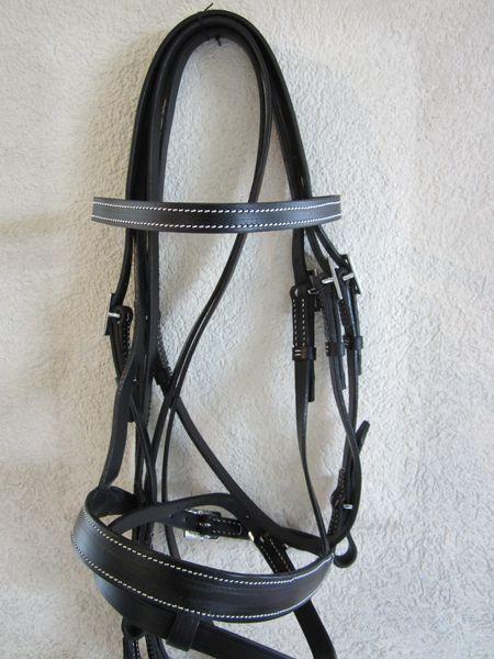 Portugiesischer Zaum SerpaLederbreite 2cm, Lederfarben: natur, schwarz, braunSchnallen eckig oder verziert, chrom oder messingfarbenmit Zügel