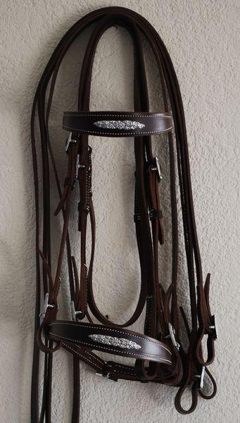 Portugiesischer Zaum EcuyerLederbreite 1.5cm, Lederfarben: natur, schwarz, braunSchnallen eckig oder verziert, chrom oder messingfarbenmit Zügel